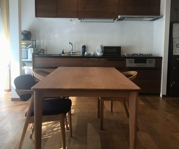テーブルと椅子の納品